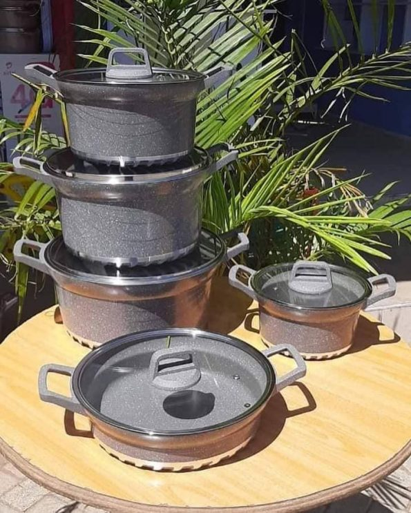 10 PIECE GOOD QUALITY COOKWARE SETt7y